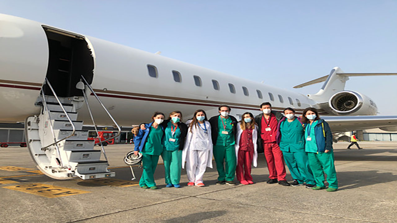 Un equipo del Hospital La Paz es el encargado del desplazamiento del equipo interautonómico en un paciente pediátrico