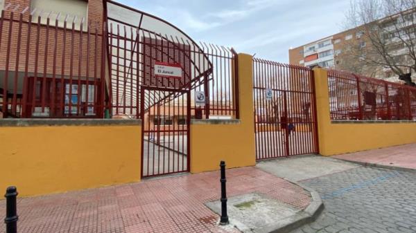 Rechazo al cierre de dos colegios y un instituto de Alcalá