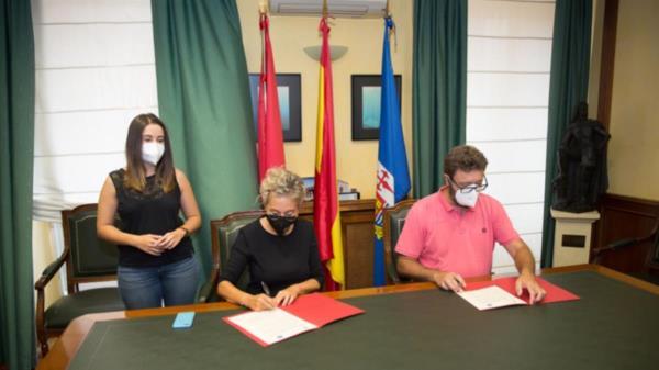 La alcaldesa de Aranjuez y el director del instituto han renovado el acuerdo bilateral para el uso de las instalaciones