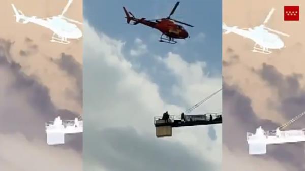 Rescatan a un trabajador atrapado en lo alto de una grúa en Colmenar Viejo