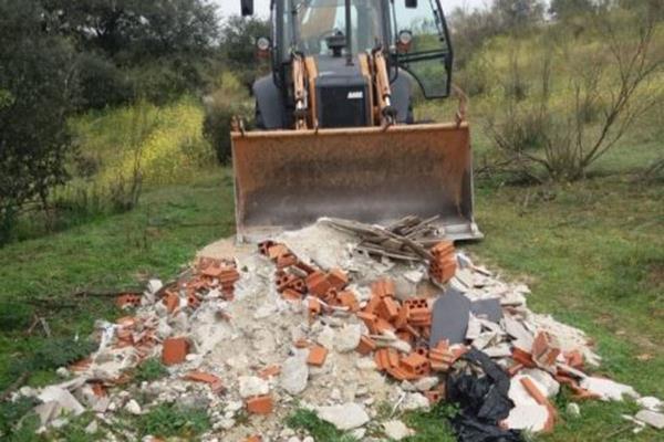 Retirado un vertido de escombros en el Parque Regional del Guadarrama