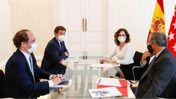 La presidenta Isabel Díaz ha mantenido y el Alcalde de Las Rozas se han reunido hoy para abordar distintos temas
