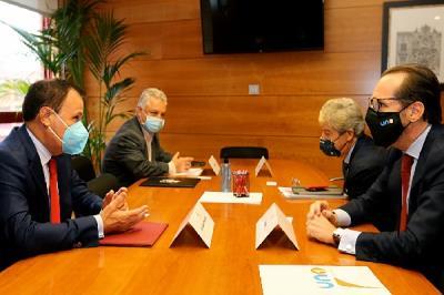 Lee toda la noticia 'Reunión entre el Ayuntamiento de Coslada, la Cámara de Comercio y UNO'