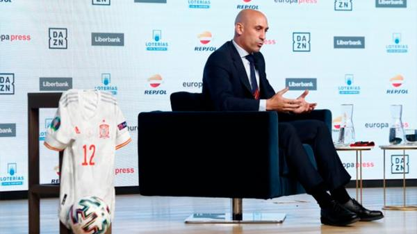 La Federación apoya al Real Madrid y el Barça