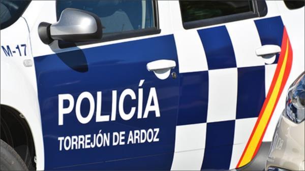 Según señalan los agentes de Policía Local el robo se llevó a cabo interponiendo fuerza, violencia e intimación