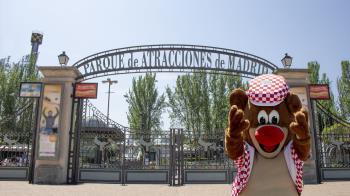 El parque temático aprovecha la coincidencia de fechas para celebrar el día 15 su aniversario y la famosa fiesta de la capital