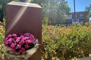 La ciudad ha rendido homenaje a Nagore Laffage y ha condenado el asesinato de una mujer en Barcelona