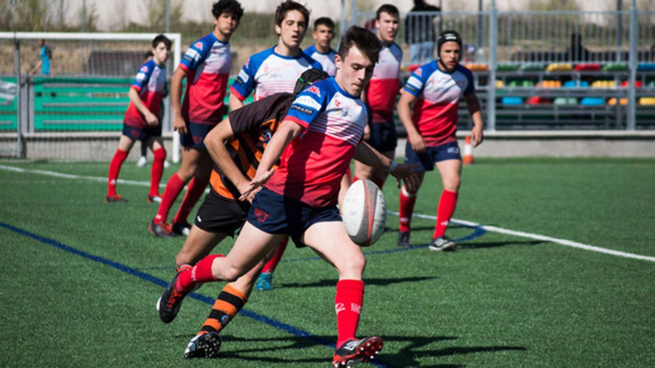 La oferta de 200€ incluye jugar en la plantilla del club y la equipación