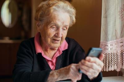 Lee toda la noticia 'Sanse se une al plan de compañía telefónica para combatir la soledad de los mayores'