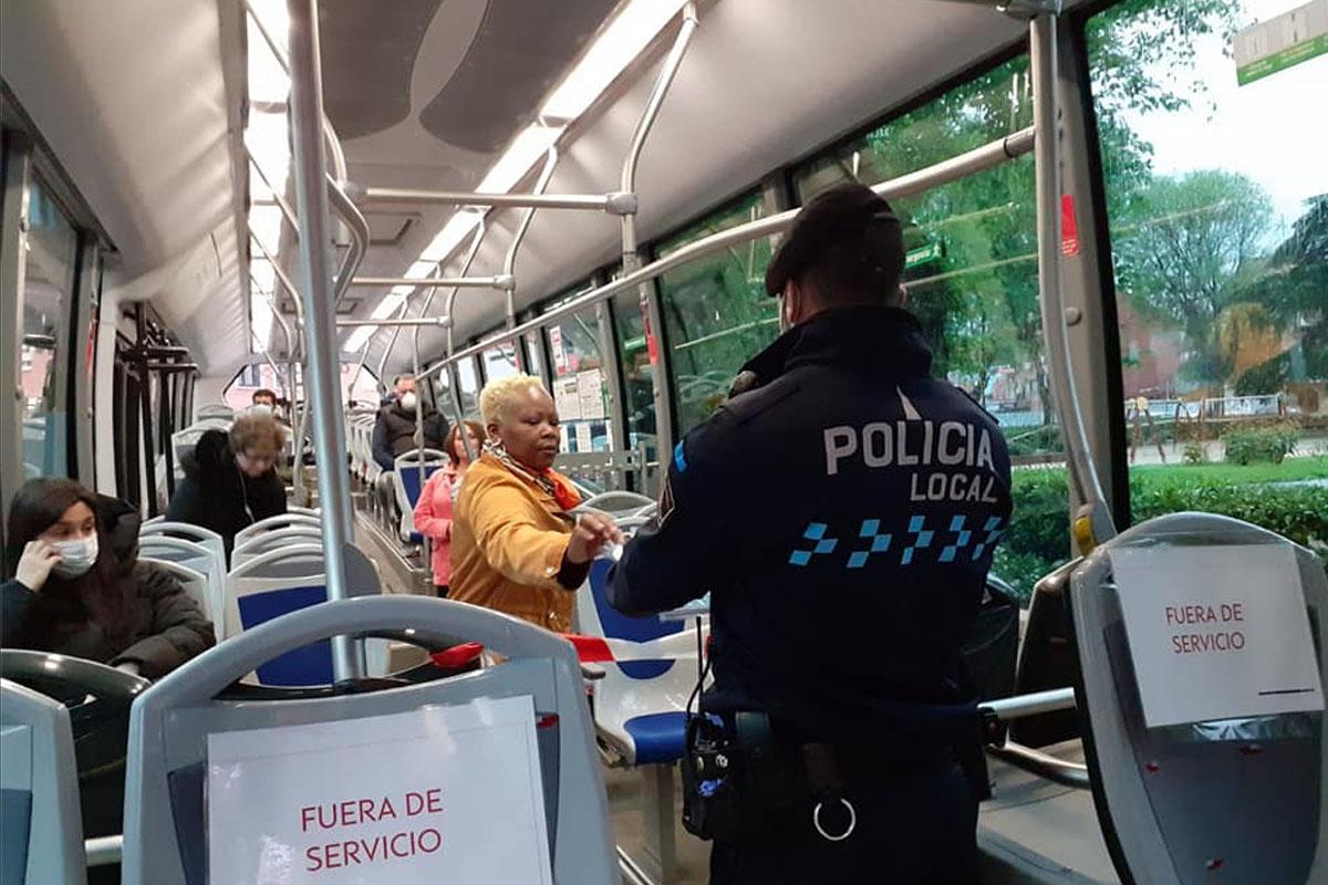 La Policía Nacional y Local de San Fernando de Henares entregarán mascarillas a los trabajadores que utilicen transporte público