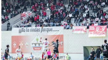 El club quiere llenar el estadio de Matapiñonera para que el equipo consiga una plaza en los playoffs de ascenso