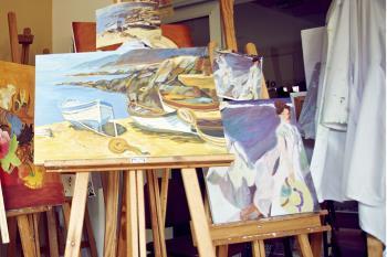 Clases gratuitas de: yoga, pintura, literatura o manualidades