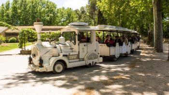 La empresa Chiquitren SL será la encargada de transportar a los turistas que nos visiten en el mítico tren hasta el próximo día 31 de octubre de este año