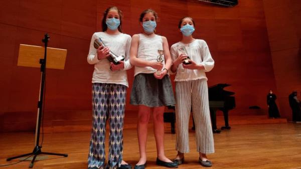 Carla, Manuela y Ana Blasco Caprile son tres hermanas y prodigiosas del piano y violín