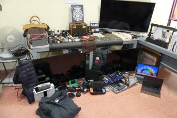 Incautaron más de 6.000 euros en efectivo, relojes de alta gama, bolsos y material electrónico
