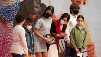 La presidenta ha condecorado a los niños madrileños entre otros