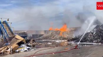 Trece dotaciones de Bomberos y Brigadas Forestales tuvieron que acudir para extinguir el fuego