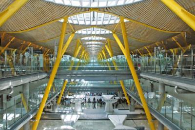 Lee toda la noticia 'Un incendio en el aeropuerto de Barajas ha hecho saltar las alarmas entre usuarios'