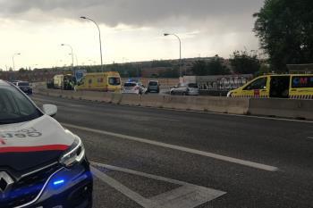 Un turismo ha realizado una maniobra inesperada y ha ocasionado la caída del motorista
