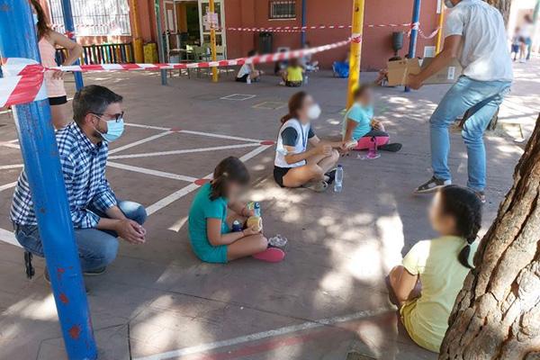 La actividad, que se realiza en el CEIP Castilla, ha sido suspendida tras confirmarse el contagio
