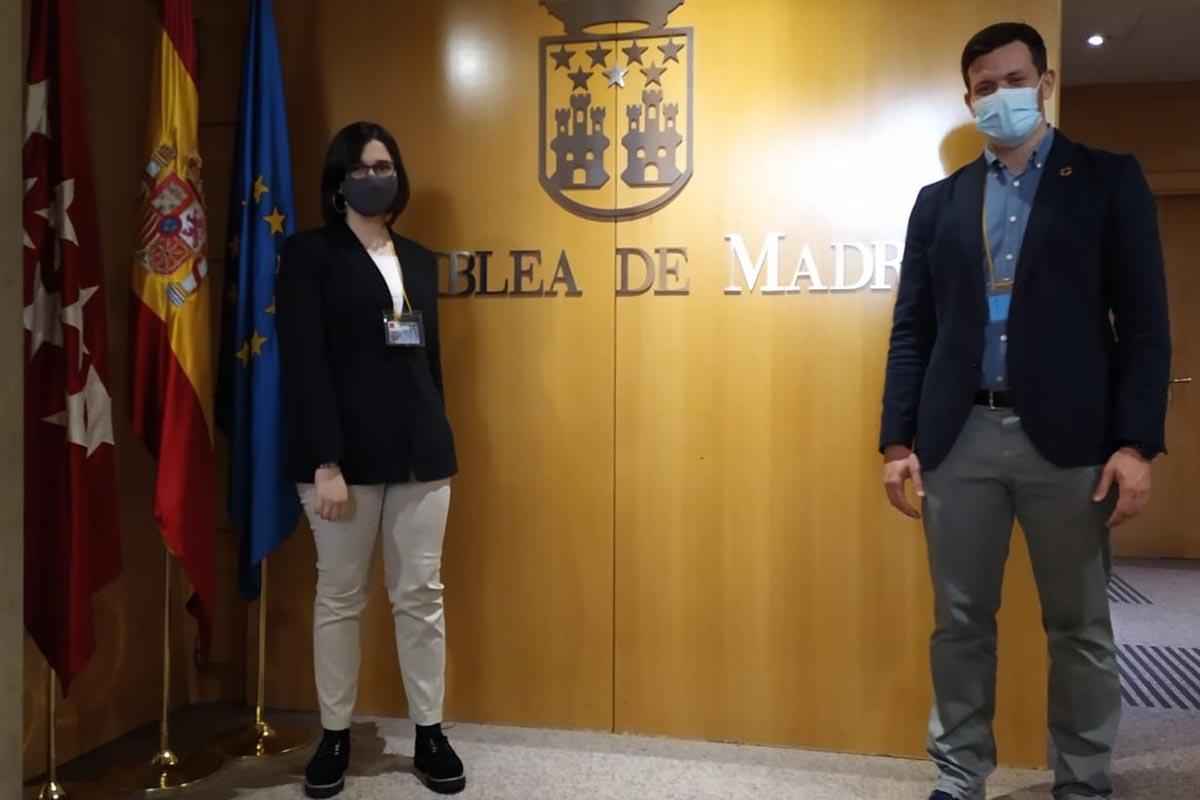 María, una adolescente alcalaína en la Asamblea de Madrid para defender un desarrollo sostenible