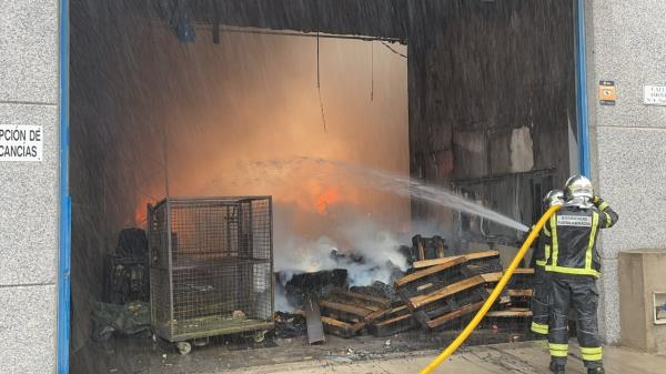 Una nave de productos cosméticos se incendio en Fuenlabrada