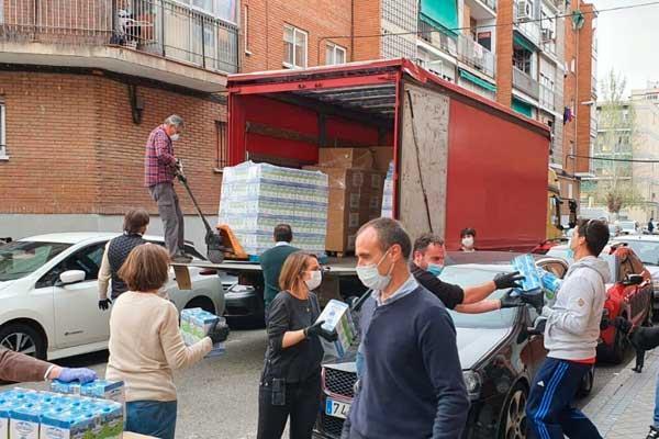 La Fundación Ion Tiriac ha donado cestas de comida para los vecinos que más lo necesitan