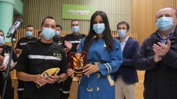 La vicealcaldesa de Madrid ha entregado una placa de agradecimiento a la Unidad Militar de Emergencia por su labor durante la pandemia y Filomena
