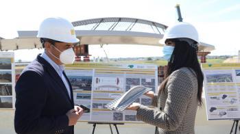 La vicealcaldesa madrileña presenció la obra de la infraestructura que unirá el aeropuerto Adolfo Suárez con el barrio de Valdebebas