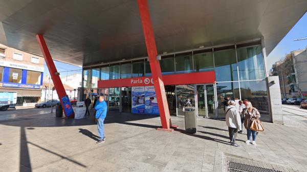 Detenidos dos hombres por secuestrar y violar a una joven a la salida de la estación de Cercanías