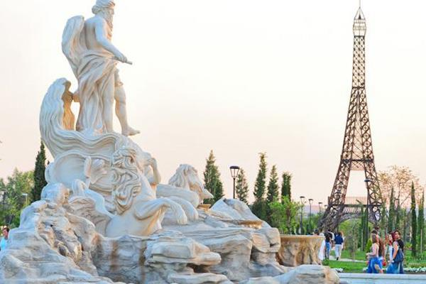 Vivo en Torrejón, ¿puedo visitar el C.C. Parque Corredor?¿Y el Parque Europa?