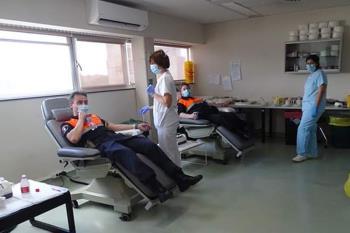 Voluntarios de Protección Civil han estado trasladando pacientes, repartiendo alimentos y medicinas a domicilio y material sanitario