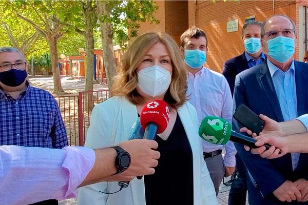 La alcaldesa, Natalia de Andrés, ha adelantado la medida durante la visita del portavoz del PSOE en la Asamblea, Ángel Gabilondo