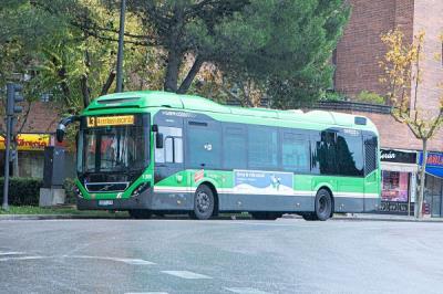 Lee toda la noticia 'Ya circula el autobús que conecta Pozuelo con Moncloa'
