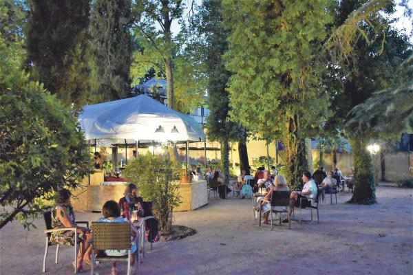 Ya puedes disfrutar del verano en los jardines del Palacio de Godoy